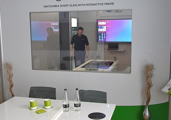 interactive-switchable-glass-screen-on-clear