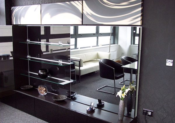 mirrored-tv-overlay-showroom-2