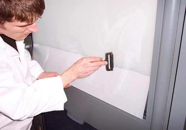 self-adhesive-switchable-film-installation-2