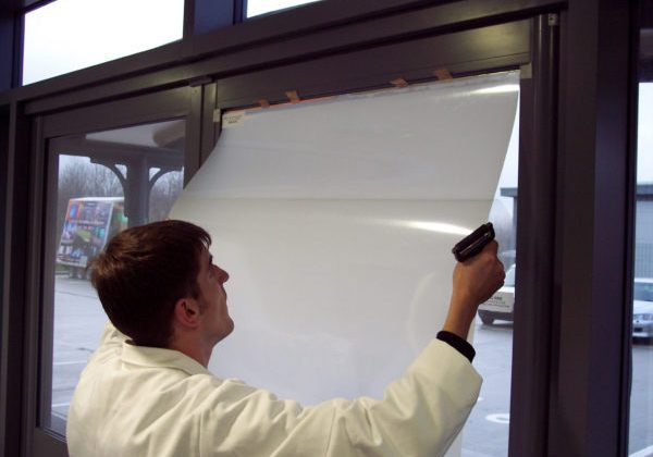 self-adhesive-switchable-film-installation
