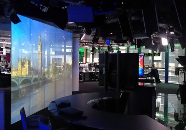 switchable-glass-projection-bloomberg