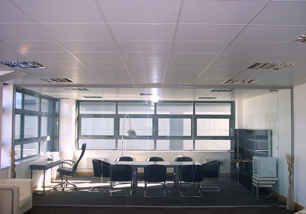 switchable-smart-film-pro-display-office-clear