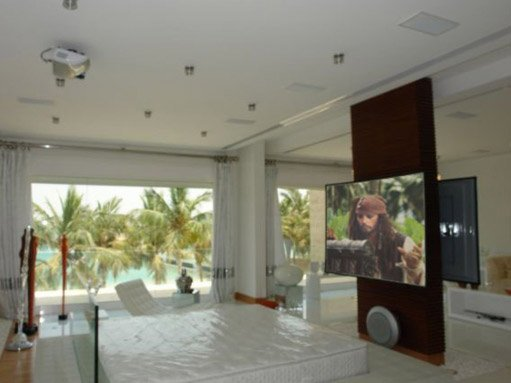 ultravision-front-projector-screen-for-home-cinema