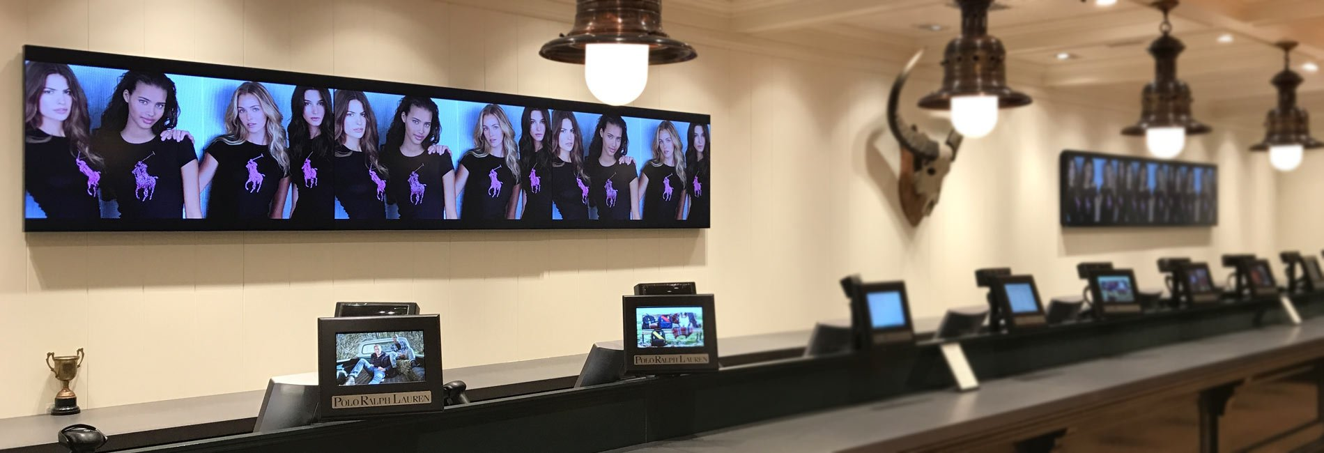 multiple-video-walls-in-3x1-configuration-for-retail-store-by-aprios-av